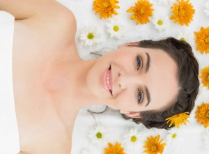 Beauty kiss - woman on white sheet with yellow flowers